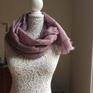 Accessories - Patterned scarf.